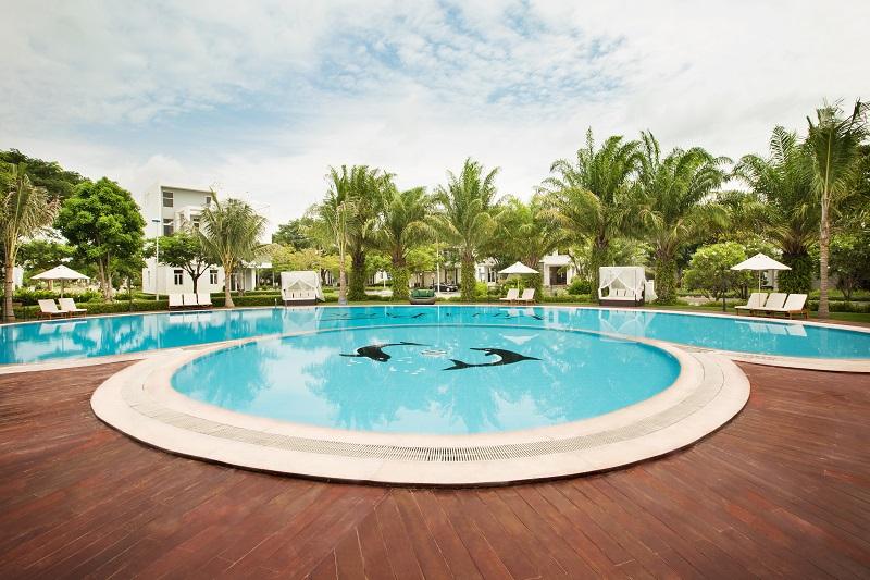 """Hồ bơi Jacuzzi mang phong cách """"resort"""" nghỉ dưỡng tại Villa Park."""